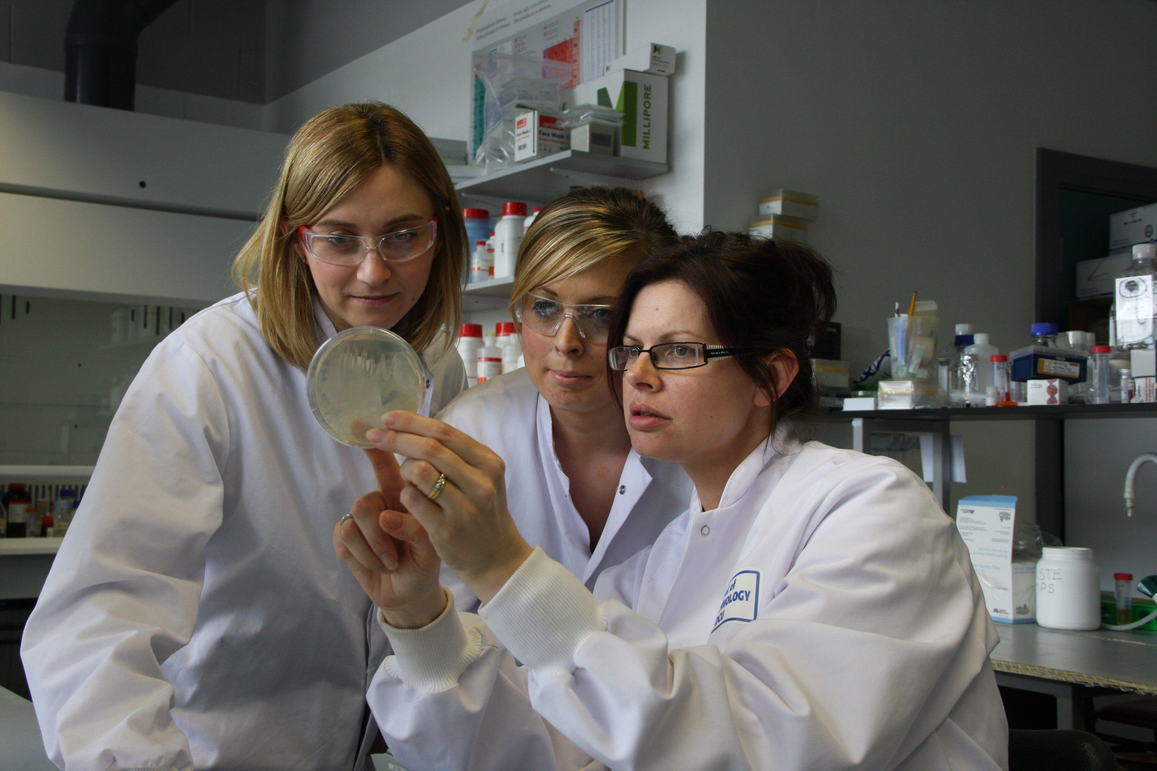 BioAT project, (Bioanalysis and Therapeutics PhD programme), Dublin City University.  Grant recipients under the ERDF co-funded S&E Regional Programme.