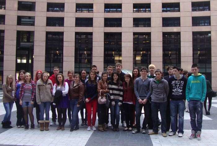 Graduate Online Youth Quiz Competition winners in Brussels