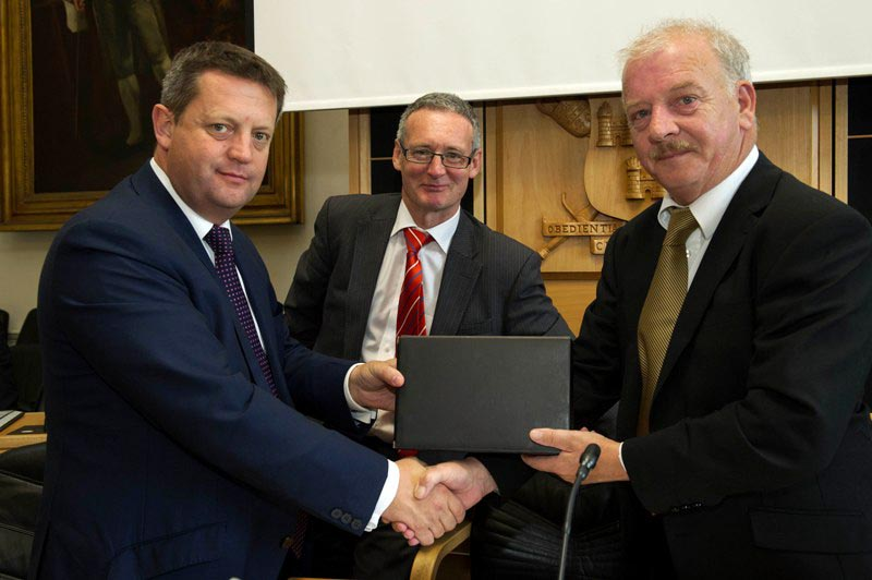 Pictured from left: Mr. Alun Davies, AM, Deputy Minister for Agriculture, Food, Fisheries & European Programmes, Welsh Government; Mr Stephen Blair, Director, S&E Regional Assembly and Cllr Tomás Brea